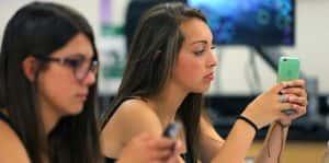 L'école sans smartphone, une fausse bonne idée